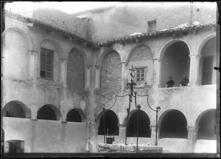Cortile del chiostro e cisterna, 1908