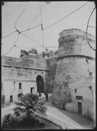 Porta dei Leoni o di Castello